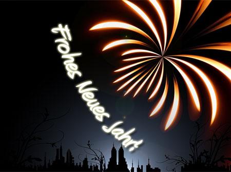 Feuerwerk über der Stadt mit Silvestergrüßen
