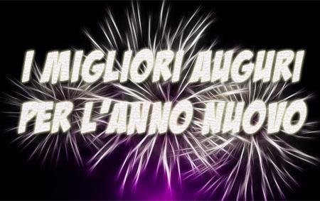 Feuerwerk mit italienischen Neujahrswünschen